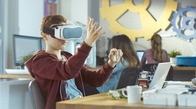 virtual-reality-solutions-for-schools-and-students-to-improve-education-system